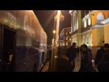Испанцы не обратили внимания на болельщиков, которые ждали футболистов у отеля