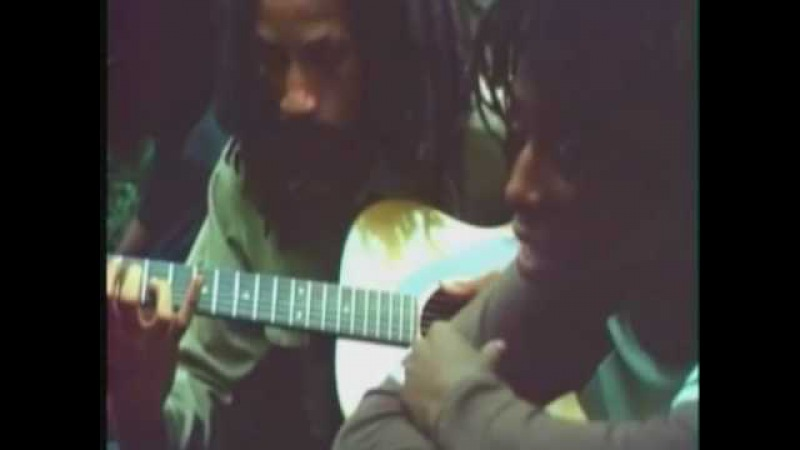 ROOTS!! Rare Footage of Augustus Pablo And Hugh Mundell(1979)