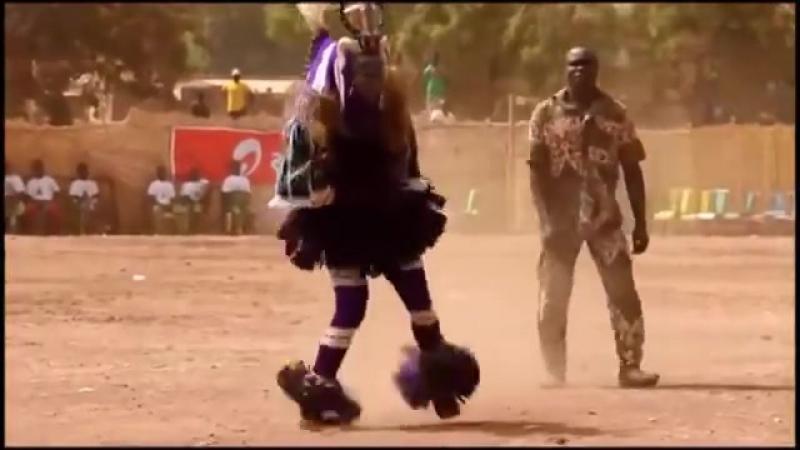 А когда на море качка Прикольный танец папуаса Танцуют все