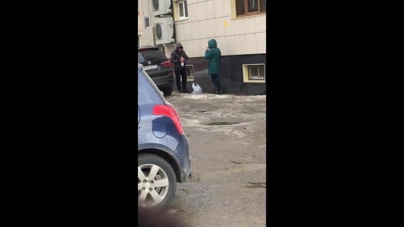 В центре Смоленска застукали и сняли на видео токсикомана