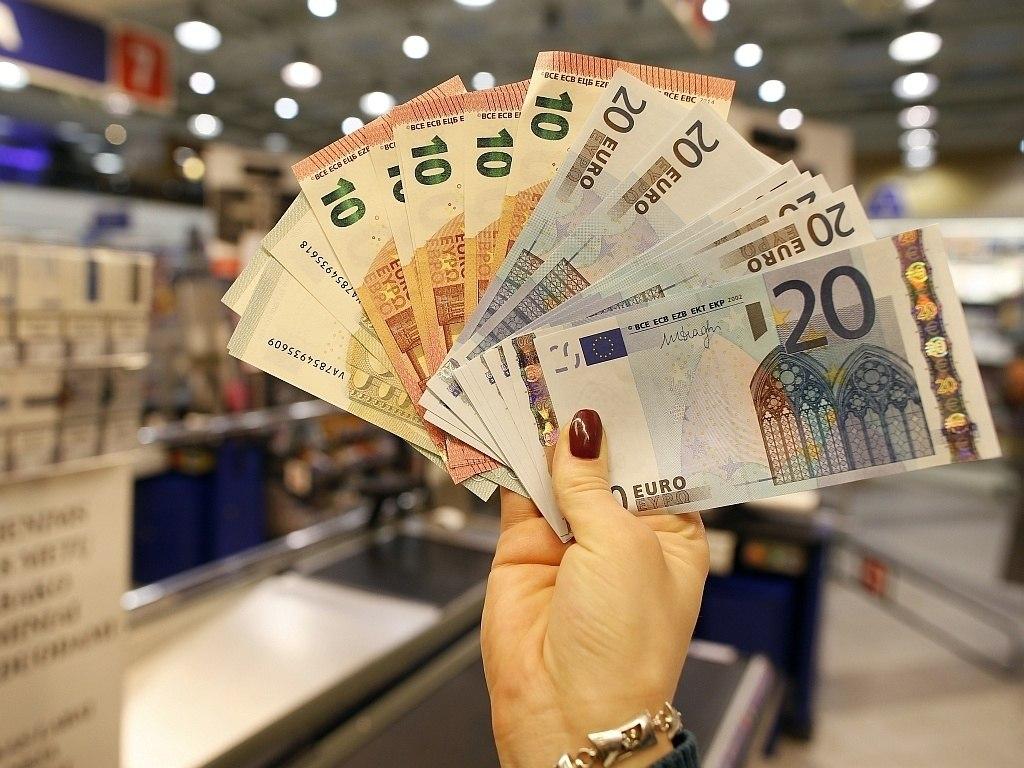 Жительница Сочи украла крупную сумму денег в Теберде