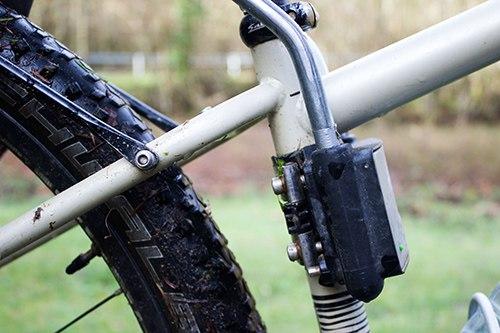 крепление на раму у велокресла hamax smiley