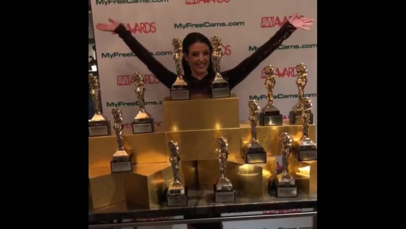 Angela White и её 14 премий от AVN Awards 2018