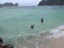 Сережа и Алеша плывут к рифу акул на Пхи-Пхи