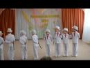 Дети танцуют танец джентльменов с тростью