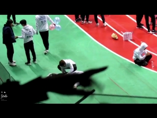 Bringing back the day taehyung went wild on jimin just because he threw his water bottle.