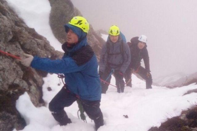 Упавший в горах Крыма парапланерист на скалы чудом выжил