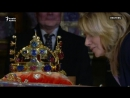 Pragada Karl IV niň täji halka görkezilýär