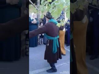 Старик Чеченец танцует лезгинку