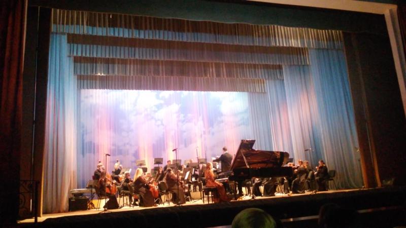 Моцарт Концерт для фортепиано с оркестром № 23, 2 и 3 часть. Оркестр театра оперы и балета респ. Коми, солистка Алёна Шестакова