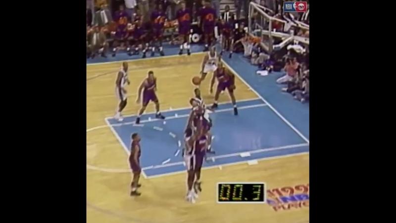 1/4 финала баззер Чарльз Баркли в матче Финикс Санз против Сан-Антонио Спёрс (20 мая 1993)