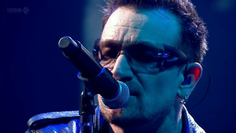 U2 - With Or Without You 3D (Live Glastonbury 2011 HD)