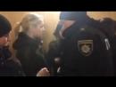 «На предмет двух сисек» — перед допросом Порошенко полиция раздевала женщин