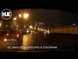 В Санкт-Петербурге машину занесло и отбросило в отбойник