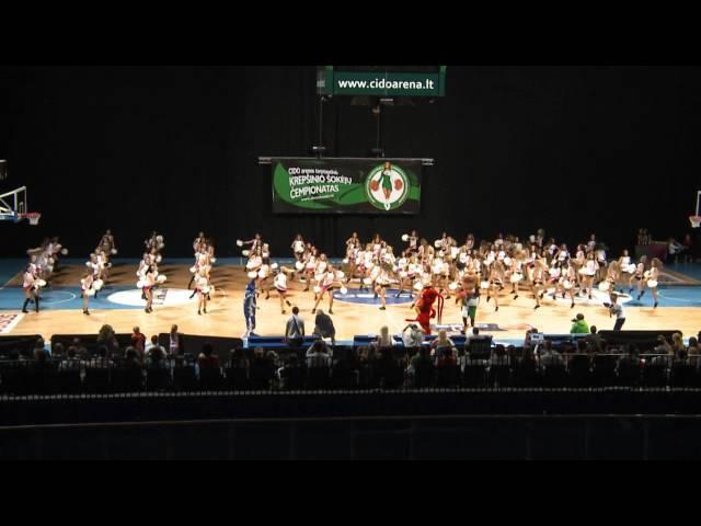 Masinis krepšinio šokėjų pasirodymas!