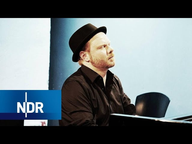 Kai Schumacher spielt Moderats A New Error | NDR Kultur Neo | Reeperbahn Festival 2017