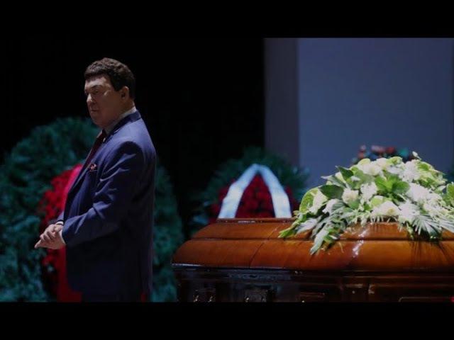 Кобзон с гневной отповедью выступил у гроба Хворостовского