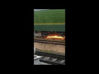 Электровоз шлифует | The locomotive grinds