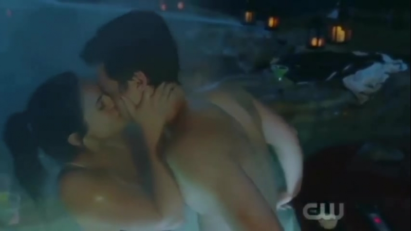 Ривердейл 2 сезон 14 серия (поцелуй Вероники и Джагхеда) Ривердэйл сцена с джакузи Riverdale kiss Veronica Jughead