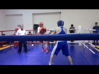 1 раунд-Альберт в синей майке