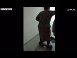 Смелая уральская бабушка моет пол на гироскутере