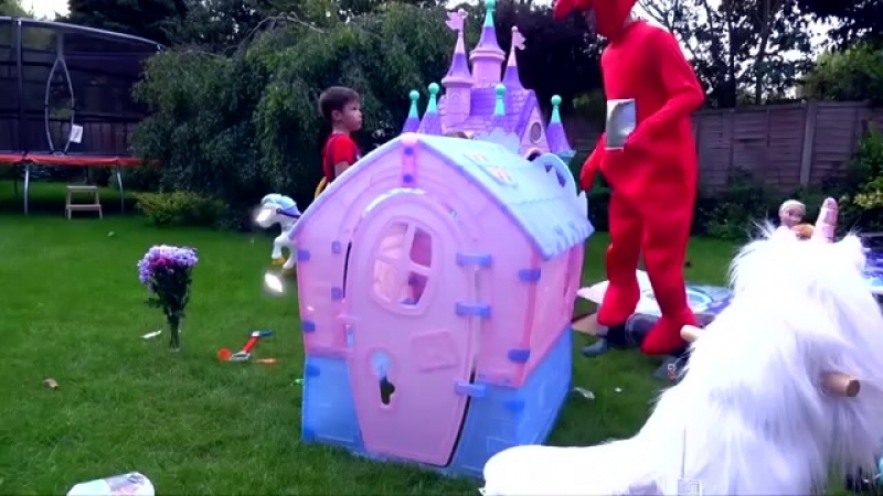 Pretend play Princess in Frozen Dress with Mario build a house Castle for childr