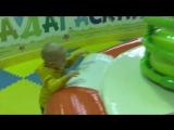 Сына гуляет в тц рубин детская площадка Мадагаскар