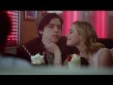 Ривердейл Багхед и Варчи в кафе Попс Riverdale Pop's Diner Ривердэйл