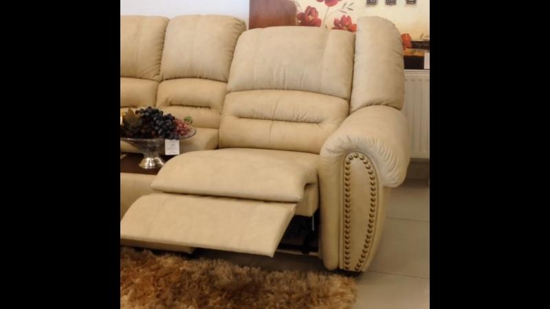 Модульный диван с реклайнером.