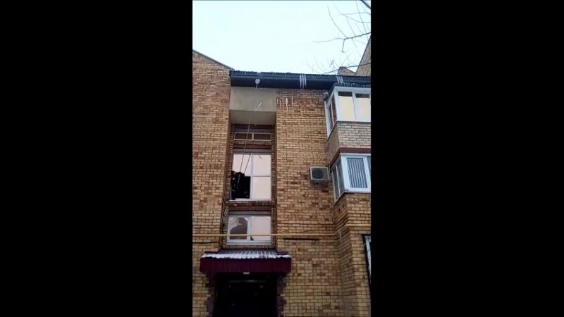 Очистка крыш от сосулек и наледи (улица Кавказская).