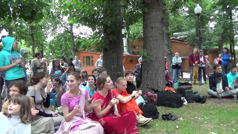 2013 06 22 Харинама в парке Горького