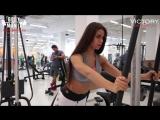 Диана Волкова (Россия) и Екатерина Шохина (Россия) - красивые фитнес-бикини модели. Тренировка в фитнес зале с комментариями.
