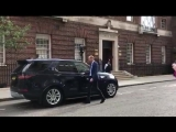 The Duke of Cambridge departs St Marys Hospital to see Prince George and Princess Charlot.mp4
