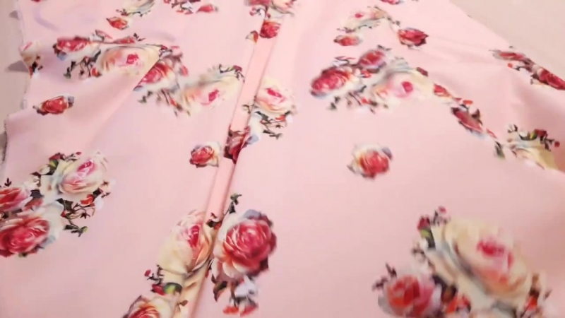 трикотаж мис мария принт розы фон пудра