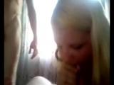 Грудастая блондинка настоящая шалава! - Не только отсосала двум мужикам, но и позволила записать всё это на видео!