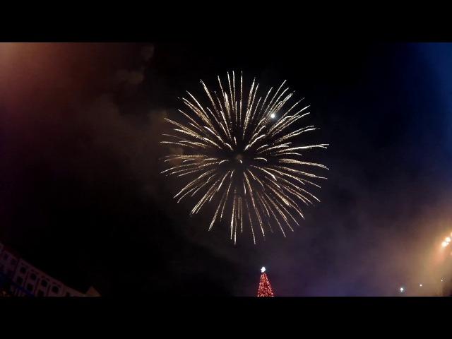 Новогодний салют на Театральной площади 2018! Славянск-на-Кубани! Видео: Славянск Сегодня