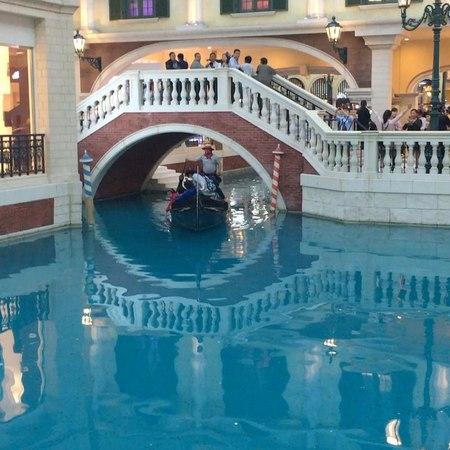 """Евгения Гололобова on Instagram: """"Такая красота внутри отеля. Присмотритесь к небу, как оно сделано я так и не поняла. Запах там царит потрясающий...."""