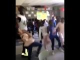 Трендовые танцы Одно из лучших исполнений самых популярных движений в США.