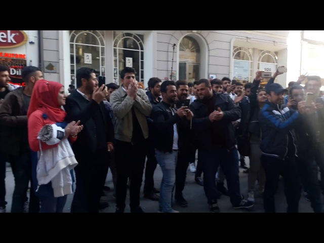 Koma candar Murat celik Taksim istiklal caddesi inanılmaz Kürtçe müzik.