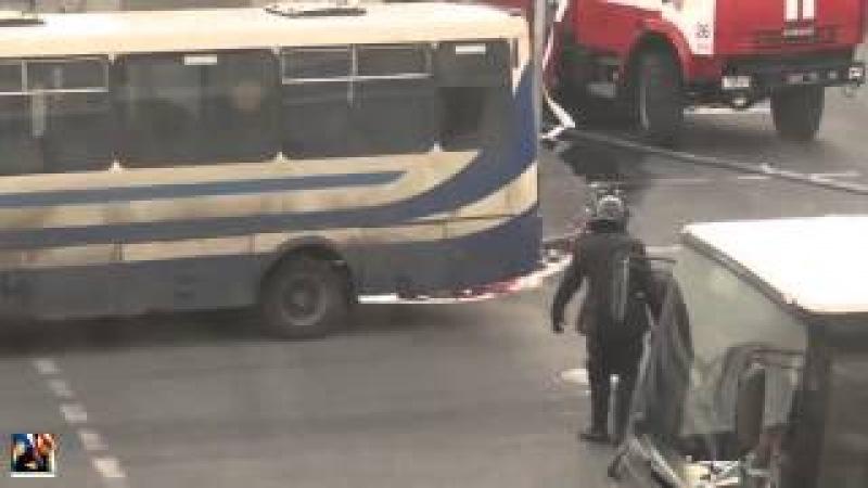 Запретное видео! Беркут несет обезглавленное тело майдановцам! Заборонене відео! Беркут несе безголо