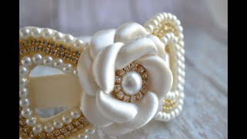 Tiara luxuosa de pérolas/strass e Flor boleada