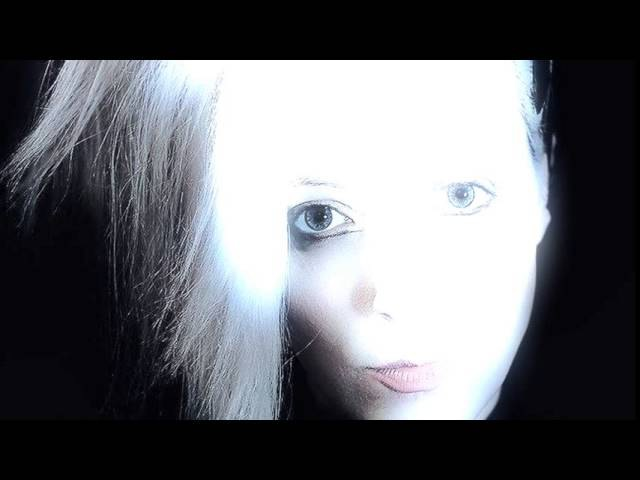 Froxeanne sings No Regrets (album version)