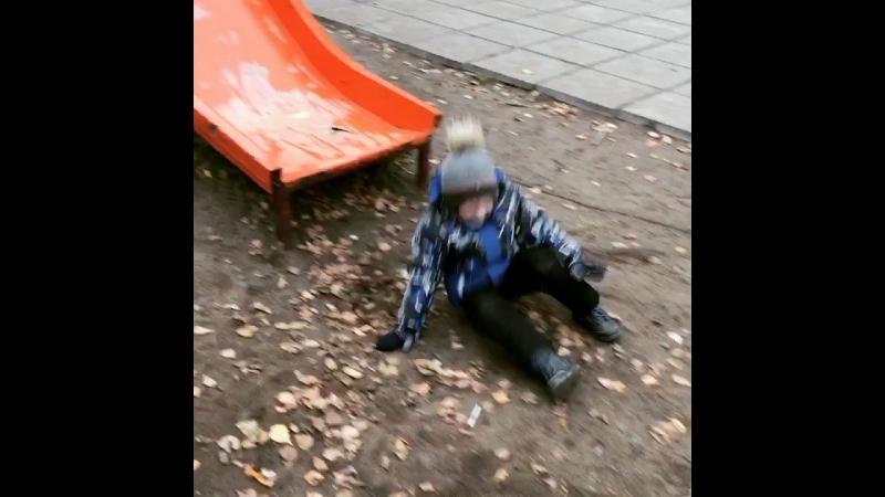Мальчишка наш веселый!😃