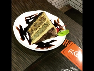 Вот она долгожданная суббота 🍰💃 Самое время зайти в PRONTO и попробовать нежнейший шоколадно-орехово-маковый торт 💕