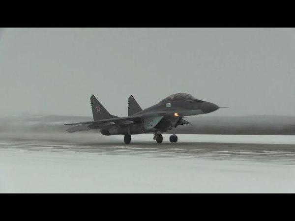 Летчики палубных истребителей Миг 29К отработали воздушный бой в сложных арктических метеоусловиях