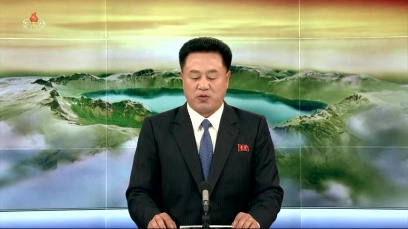 경애하는 최고령도자 김정은동지께서 중국공산당 중앙위원회 대외련락부장과 중국예술단 예술인들을 위하여 만찬을 마련하시였다