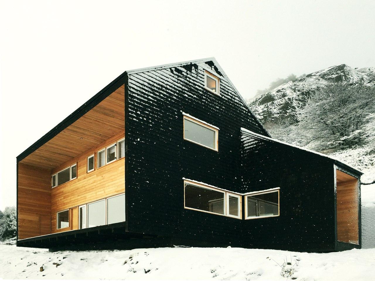 Mountain House / Armando Montero