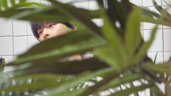 빅이슈코리아 on Instagram 《빅이슈》 180호 커버스토리의 주인공은 그룹 빅스 VIXX 의 엔 차학연입니다 멋쁨의 정석을 보여준 '엔'의 촬영장 메이킹 영상을 공개합니다🤗✨ * 빅이슈는 홈리스의 자활을 돕는 잡지로 빅이슈 판매원에게 직