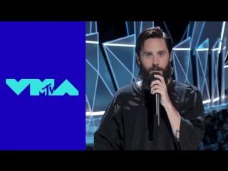 ЖЮ-перевод: Джаред Лето на MTV Video Music Awards почтил память Честера Беннингтона