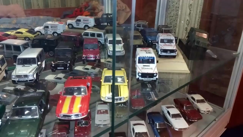 Mercedes-Benz G-Class Ford Mustang 1/43 Collection